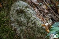 Steinkopf außerhalb der Anlage, Ursprung nicht bekannt