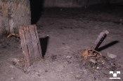 Wahrscheinlich Reste von Maschinenverankerungen zur Produktion von elektrischen Kleinteilen für die Rüstungsindustrie 1944/45